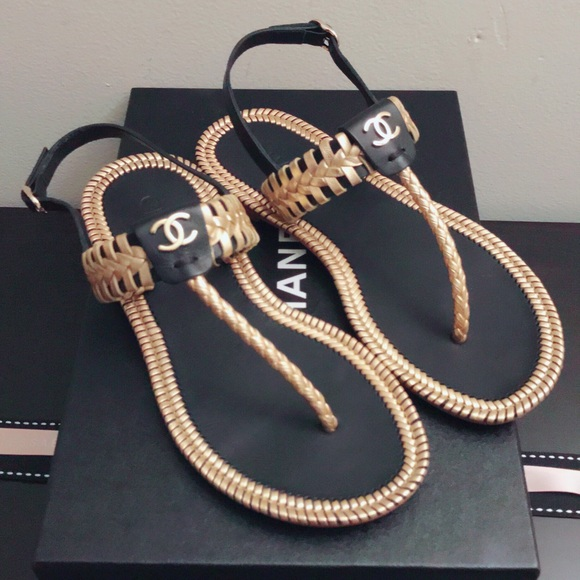 37be477ba59c5 💕CHANEL💐S18 Flat Whipstitch Thong sandals